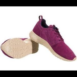 The Nike Women's Roshe Run Suede - Size 8.5